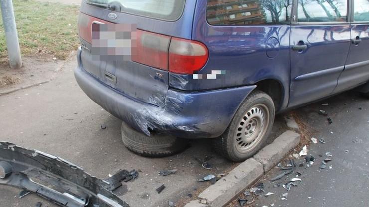 Jedno z uszkodzonych aut.