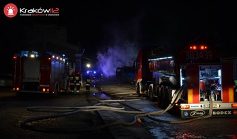 Pożar na parkingu autobusów rejsowych w Krakowie. Spłonęły trzy autokary