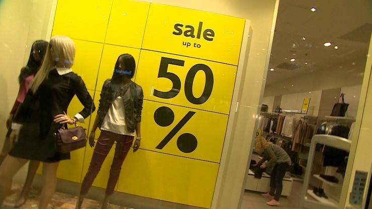 """Polacy kupują na wyprzedażach w stacjonarnych sklepach. """"Czarny piątek"""" i """"cyber Monday"""" ich nie zachęciły"""