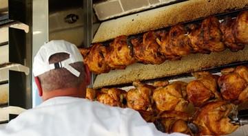 W Czechach wykryto bakterie salmonelli w mięsie drobiowym z Polski. Trafiło do sprzedaży