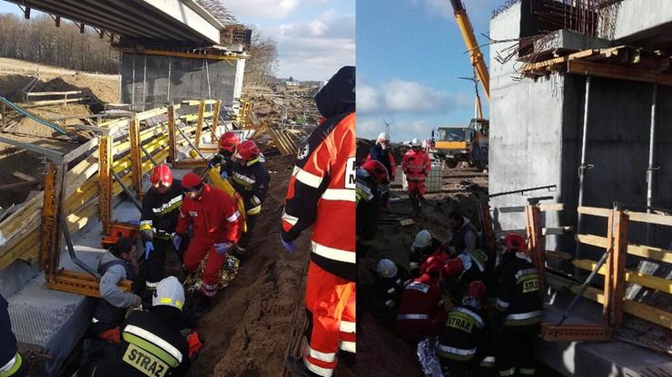 Wypadek na budowie wiaduktu w Zachodniopomorskiem. Trzy osoby z urazami kręgosłupa