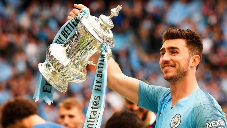 Wzruszający gest piłkarza Manchesteru City. Wykupił strój tragicznie zmarłego boksera i oddał go rodzinie
