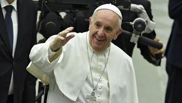Papież zmienił obrzęd obmycia stóp - dopuścił do niego kobiety