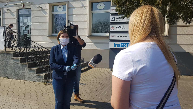 Reporterka Polsat News, Dorota Wleklik, w czasie nagrywania wywiadu