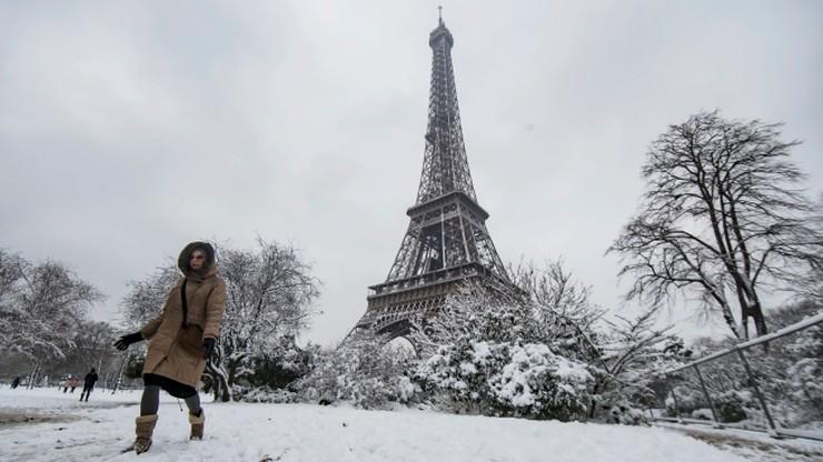 Wieża Eiffla zamknięta dla turystów. Z powodu mrozu i śniegu