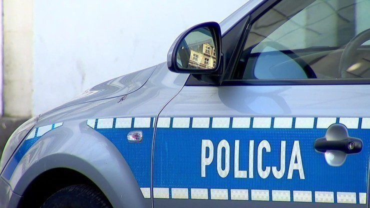 Komendant policji zginął na służbie. Uderzył samochodem w drzewo