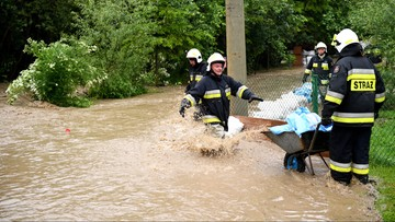 """Powódź na Podkarpaciu. Setki ewakuowanych, możliwe """"katastrofy ekologiczne"""""""