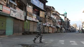 Hindusi dzwonią na linie alarmowe, żeby zamówić jedzenie. Kara: czyszczenie rynsztoku