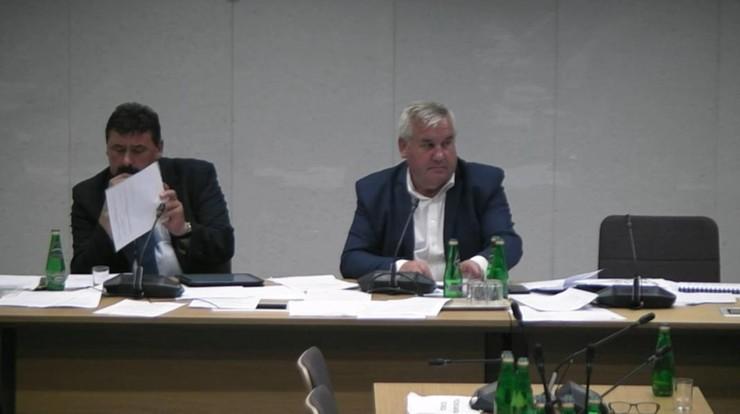 """11 godzin prac komisji nad """"piątką dla zwierząt"""". Wykreślono zakaz uboju rytualnego"""