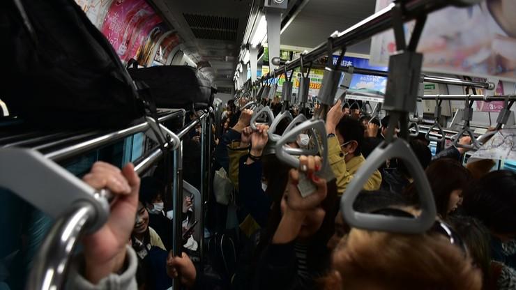 Tokio chce walczyć z tłokiem w metrze. Zachęca firmy, by ich pracownicy rozpoczynali pracę przed godz. 8 lub po 9