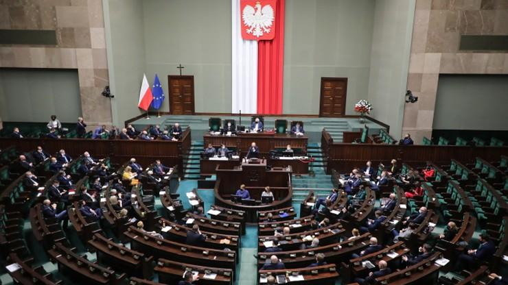 Sejm przyjął poprawki Senatu do tarczy 6.0. Pomoc trafi do większej liczby branż