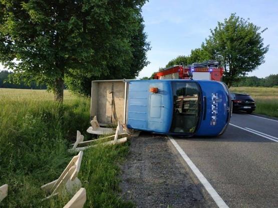Tylko kierowca samochodu dostawczego nie odniósł poważniejszych obrażeń