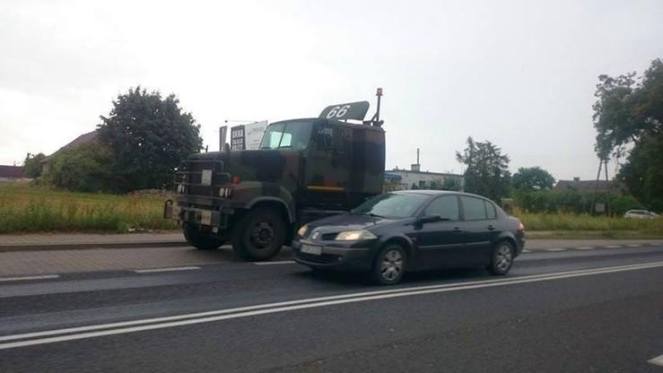 Pojazd armii USA zderzył się z autem osobowym