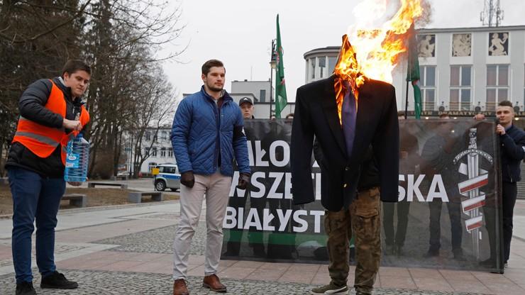 Młodzież Wszechpolska spaliła kukłę Ryszarda Petru. Poseł oczekuje reakcji prokuratury