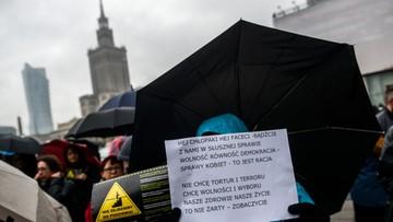 Ściganie seksistowskich wypowiedzi i wsparcie in vitro. Petycja II Ogólnopolskiego Strajku Kobiet przekazana posłom
