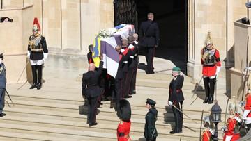 Pogrzeb księcia Filipa zakończony. Trumna opuszczona do krypty