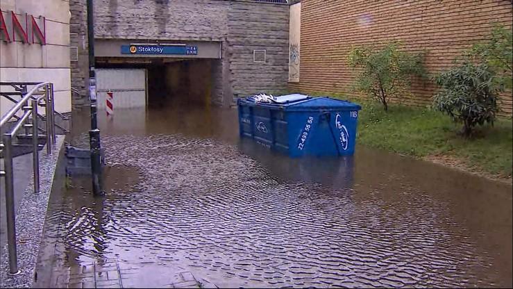Ulewy nad Polską. W Warszawie zalało ulice i trzy stacje metra