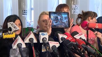 """""""Obnażyłyśmy cynizm polityków PiS"""". Protestujący przypomnieli ich wypowiedzi ws. niepełnosprawnych"""