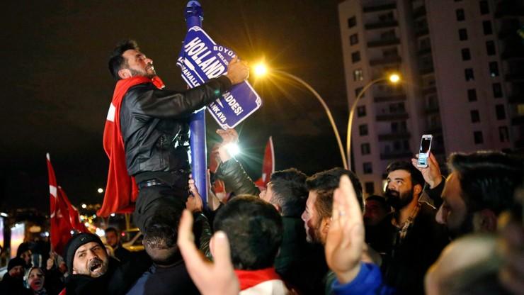 12 osób aresztowanych po proteście przed tureckim konsulatem w Holandii