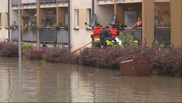 Ulewa nad Krakowem. Mieszkańcy walczą z powodzią