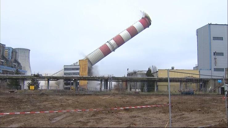 Runął komin elektrowni Adamów. Cały kompleks czeka rozbiórka