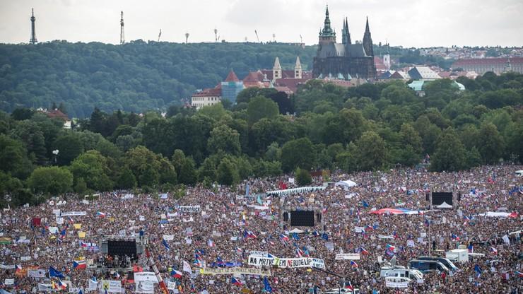 Gigantyczny protest przeciwko władzy w Czechach
