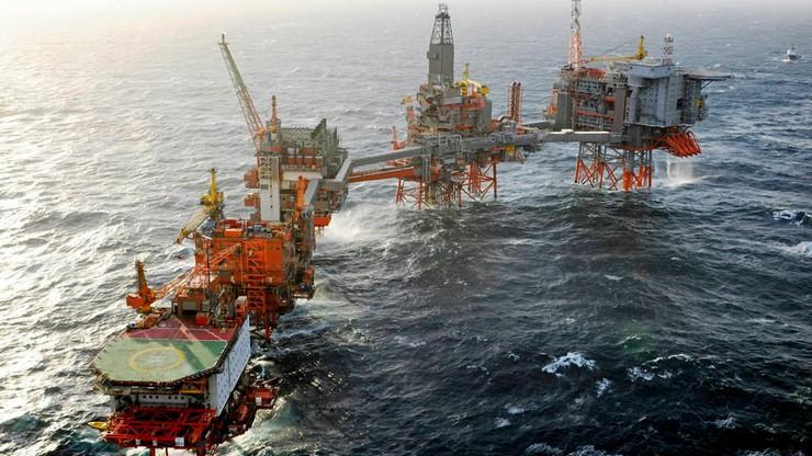 Ewakuacja platform wiertniczych na Morzu Północnym. Fale dochodziły do 14 metrów