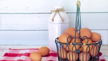 Potanieją jaja i mleko. Eksperci zapowiadają spadek cen żywności