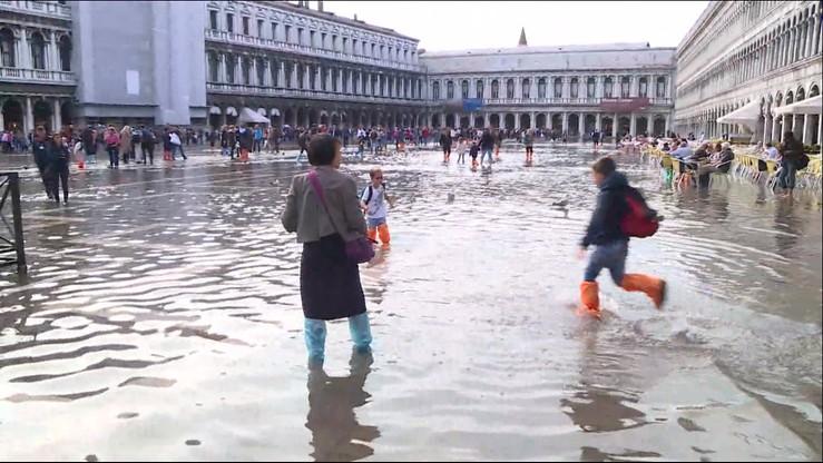 Po kostki w wodzie. Jednorazowe kalosze hitem w Wenecji