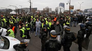"""""""Żółte kamizelki"""" protestują siódmy tydzień. Liczba demonstrujących maleje; są ranni i zatrzymani"""