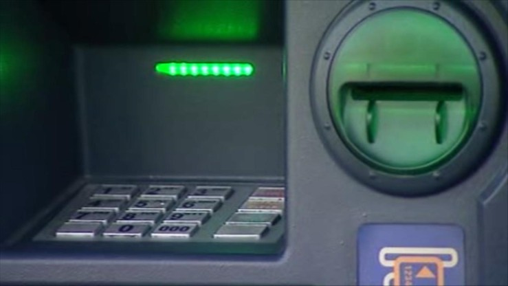 Weekendowe przerwy techniczne w kilku bankach. Mogą wystąpić problemy z wypłatą gotówki