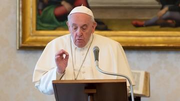 Papież obniża pensje w Watykanie. Mniej zarobią m.in. kardynałowie i zakonnicy
