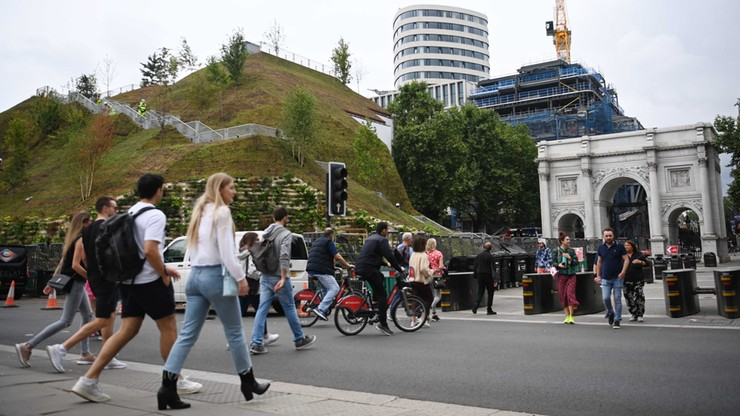"""Londyn. Marble Arch Mound zamknięty dwa dni po otwarciu. """"Dziwaczny kawałek scenerii z Simsów"""""""