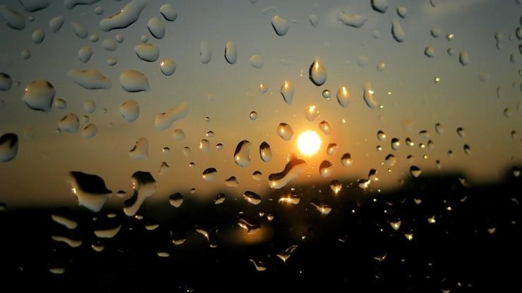 Deszczowo na południu, przejaśnienia na północy. Prognoza na środę, 23 grudnia