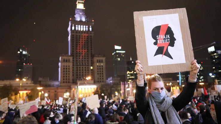 Protesty kobiet. Opozycja sceptycznie o zaproszeniu przez premiera do rozmów