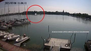 Śmigłowiec spadł do jeziora w Mikołajkach. Jest nagranie momentu wypadku