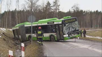 Białystok: osiem osób rannych w wypadku autobusu. Pojazd wpadł do rowu