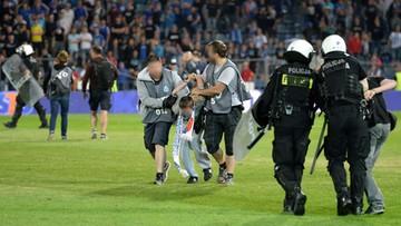 """Błaszczak o policjantach w kamizelkach """"foto"""" na stadionie: monitorowali sytuację"""
