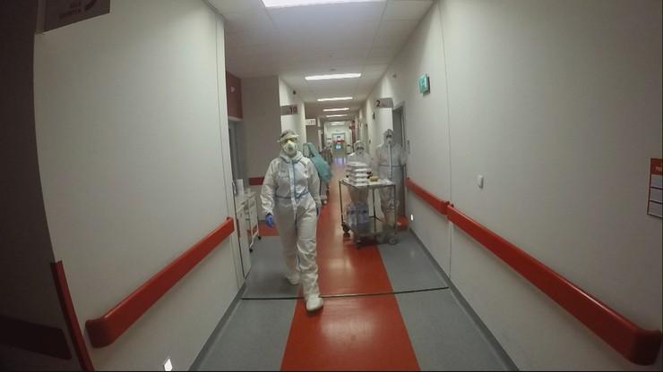 Oddział dla chorych na COVID-19. Jak wygląda praca lekarzy? [WIDEO]