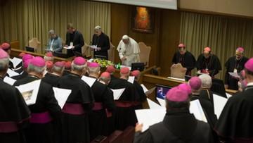 """""""Byłem obnażany z niewinności raz po razie"""". Ofiara pedofilii na szczycie w Watykanie"""