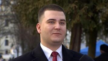 Bartłomiej Misiewicz obronił pracę licencjacką w szkole o. Rydzyka. Teraz studia magisterskie