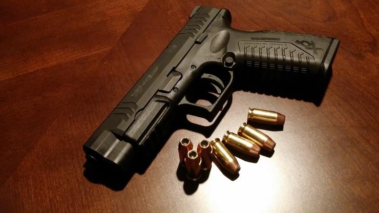 Ochroniarz włożył broń do kuchenki mikrofalowej. Nastąpiła eksplozja pocisków