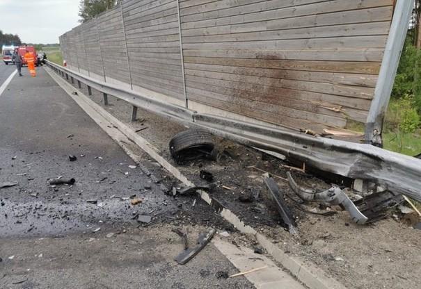 Z auta wypadł silnik, znalazł się kilkanaście metrów od samochodu