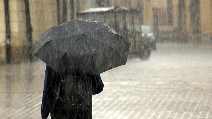 Ochłodzenie z deszczem i burzami. Pogoda na piątek