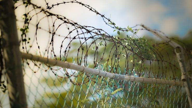 """Niemcy: osoby łamiące kwarantannę trafią do obozów i ośrodków zatrzymań. """"Za dużo czytali Orwella"""""""