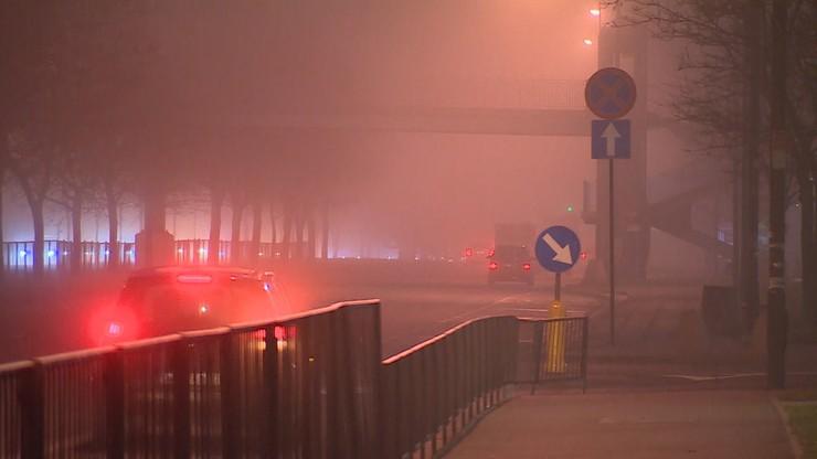 Gęsta mgła w Polsce - ostrzeżenia dla kierowców. W Tatrach intensywne opady śniegu
