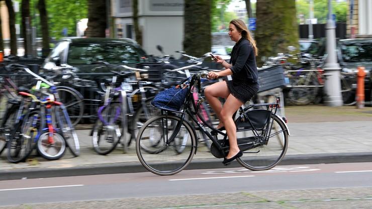 95 euro za jazdę rowerem z komórką w dłoni