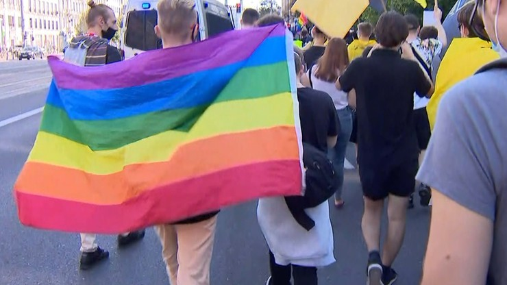 Warszawa: furgonetki z antyaborcyjnymi i homofobicznymi treściami z zakazem jazdy po stolicy