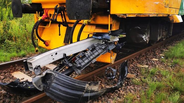 Opolskie. Wypadek na niestrzeżonym przejeździe. Samochód wjechał pod czeski pociąg