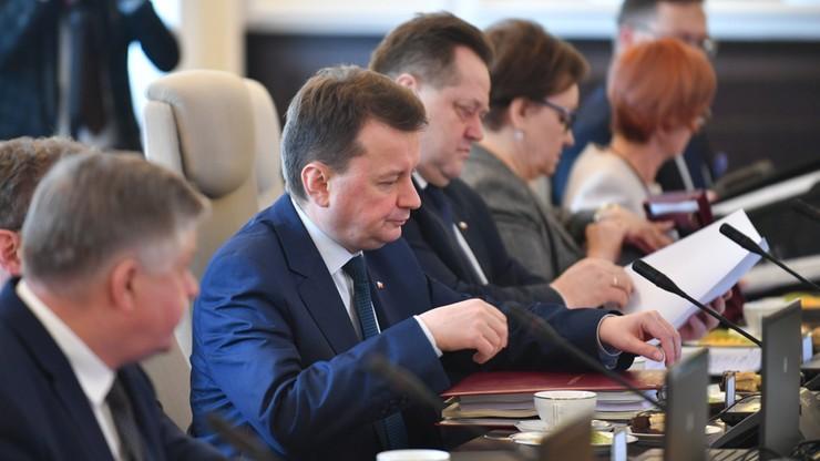 Błaszczak: MON nie wyjdzie z nowym projektem ustawy degradacyjnej